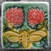 Bee with Two Clover tile. Copyright Verdant Tile